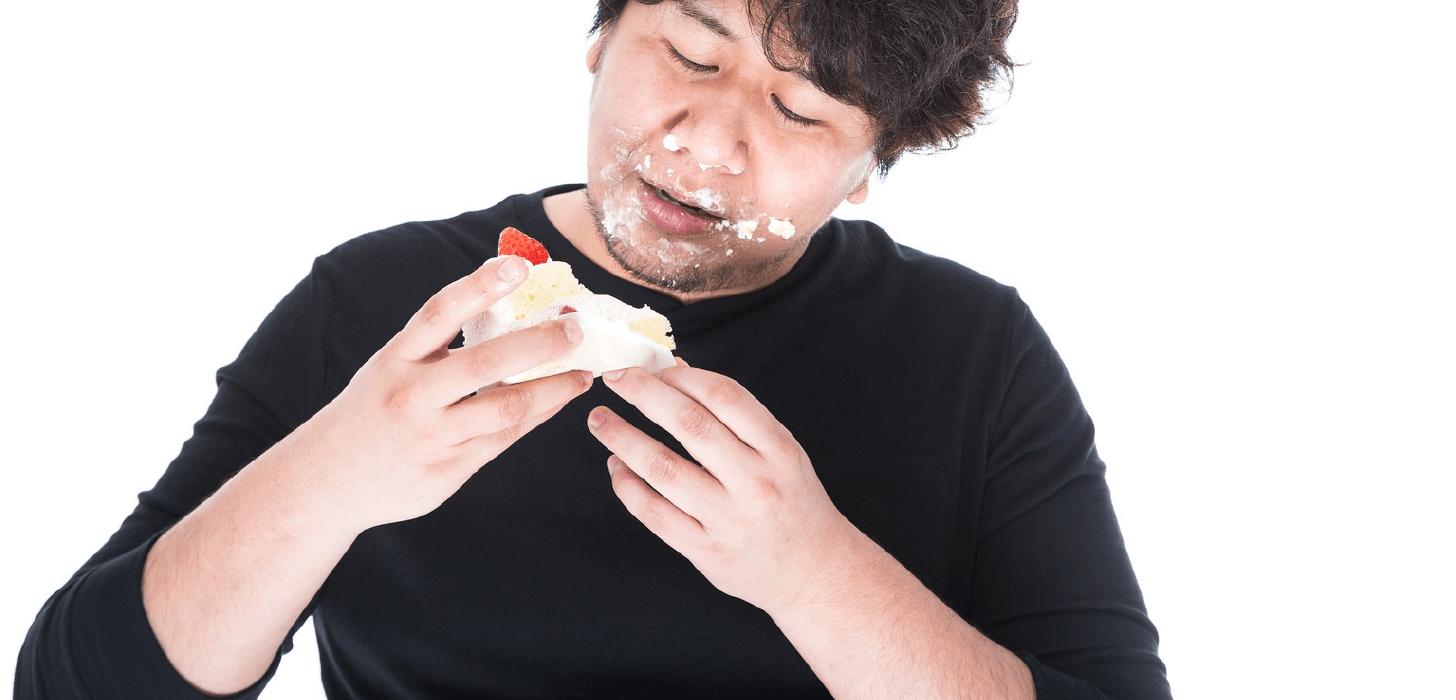 ケーキを食べる人